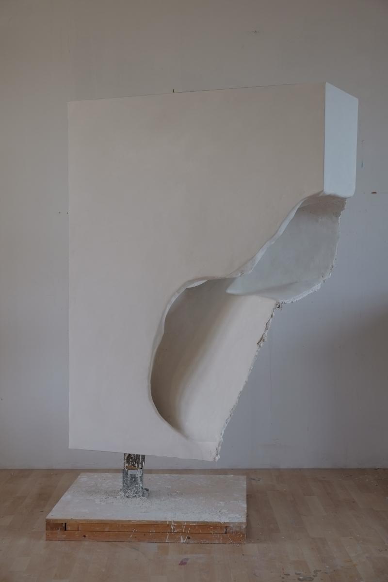 Z.T. (Fallen water) 170x85x87cm - hout, karton, paperclay, olieverf 2014, André Kruysen